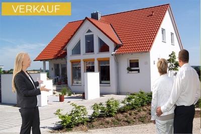 Mit Immobilienmakler verkaufen
