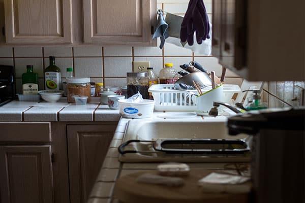 Küche vollgestellt